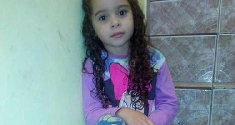 [ Menina de 7 anos morre ao participar do 'desafio do desodorante' ]