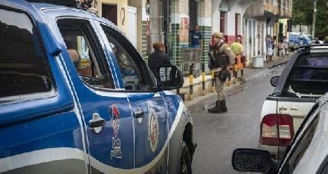 [ Polícia Militar de Medeiros Neto intensifica abordagens em áreas críticas para combater delitos ]
