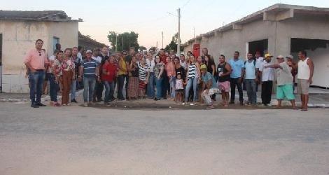 [ Prefeita Jádina Paiva visita obras de calçamento no bairro Uldurico; seis das oito ruas já foram calçadas ]